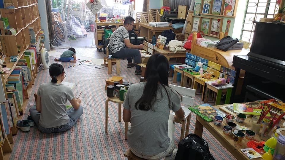 香港人一齊行|一齊畫繪本椅