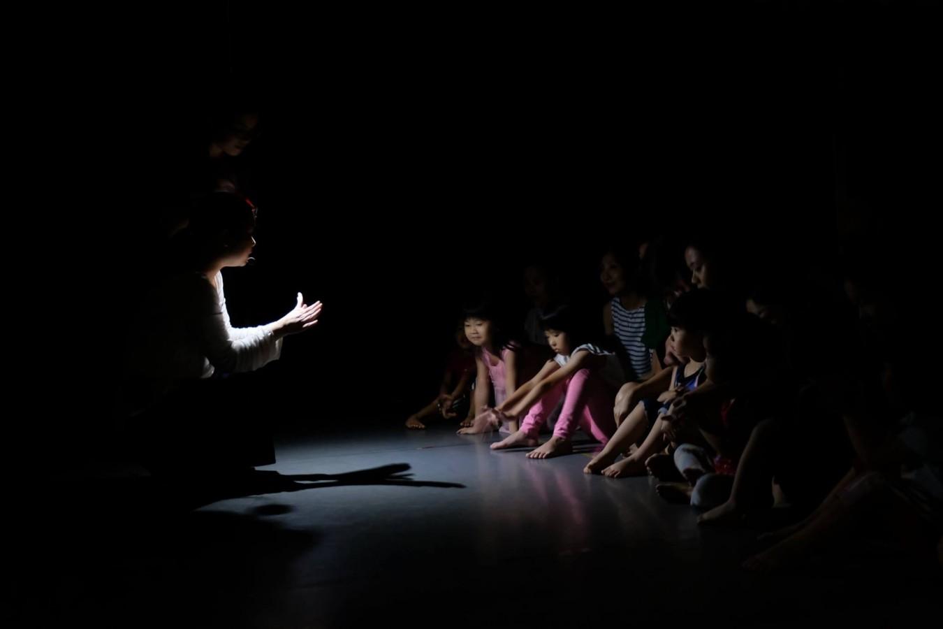 身體遊樂場 |《嗨!黑漆漆》黑暗中的律動讀書會